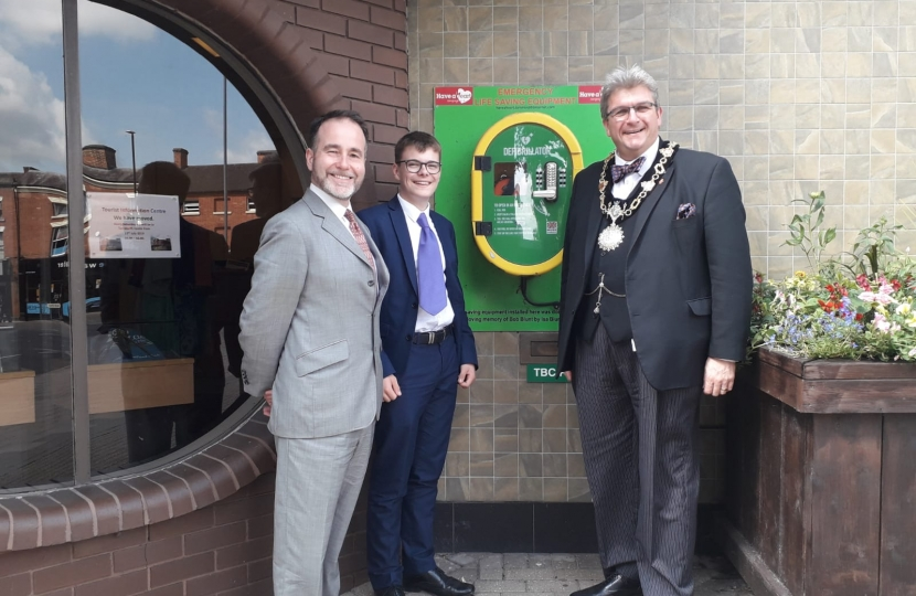 Defibrillator project with Tamworth Have a Heart and Mayor Richard Kingstone
